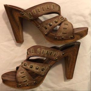 🔴💋 XOXO wooden heeled leather sandals Size 10